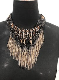 BNWT showstopper necklace