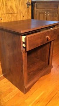 Like new single drawer Accent Table Kansas City, 64145