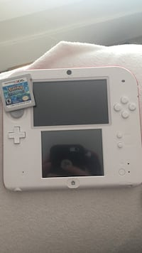 2ds 2 mouths old just got it for strip now don't want it nothing wrong with it comes with games and charger Surrey, V3Z 0E5