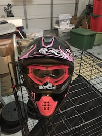 Fox youth small riding helmet and goggles Moreno Valley, 92555