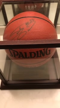 Shaquille O'Neal Signed Basketball in Case with name plaque Shreveport, 71104