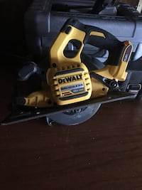 Dewalt Brushless Saw no Battery first come first serve Toronto, M1C 1K1