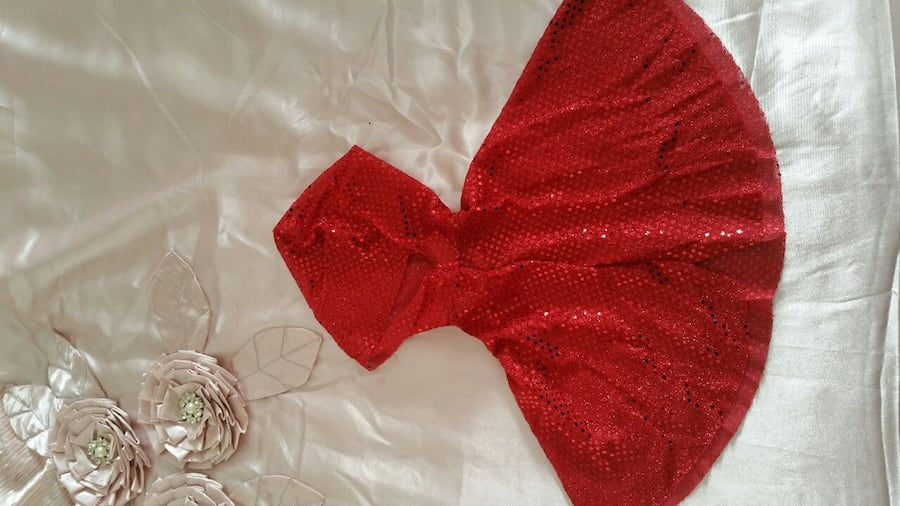 Little red riding hood costume 5-6 ys $10 fb357034-abea-4110-9033-7e3c60ce8c02