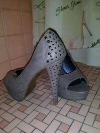 Gray open until heels with studs Lockport, 60441