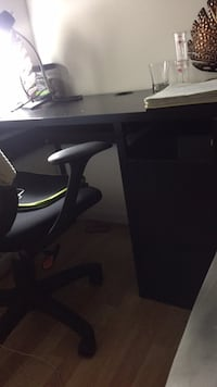 Black wooden desk two drawers missing.. otherwise in good condition Gaithersburg, 20878