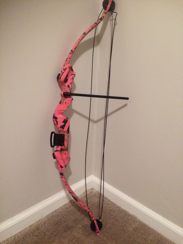 Girls pink compound bow arrow archery with issues