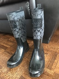 pair of black leather boots Mississauga, L4X 1L9