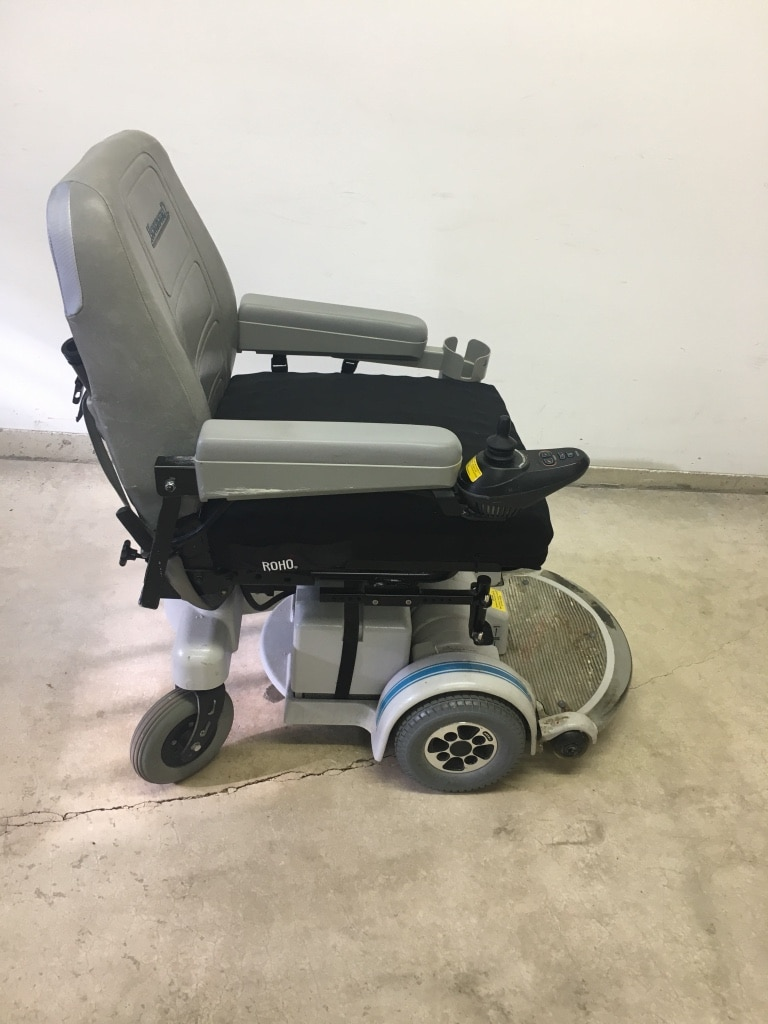 Used Hoveround power chair. Approx 5 yrs. Roho cushion charger cup holder storage pouches for sale in Saint Louis & Used Hoveround power chair. Approx 5 yrs. Roho cushion charger cup ...