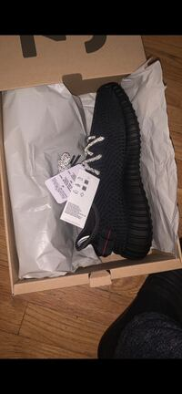 Yeezys size 9  Silver Spring, 20902