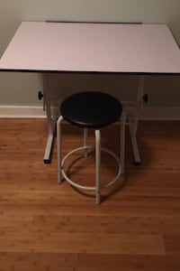 Art table and stool, adjustable.