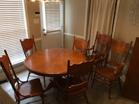 Oak dining table with 6 chairs Prattville, 36066