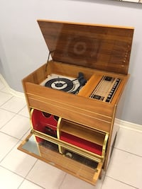 Vintage 1960's Record player and radio - working great