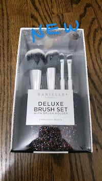Danielle Deluxe Makeup Brush Set with Holder McLean