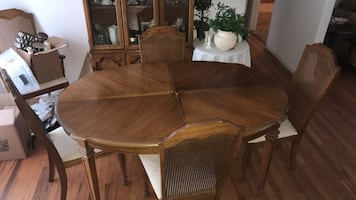 Table dining room with 5 chairs