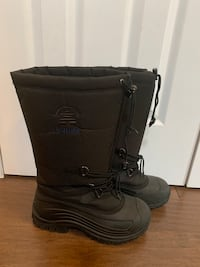 Winter boots. Kamik brand. Men's size 9. Maybe Worn once by my growing teenager to help shovel driveway. Mississauga, L5M 4J3