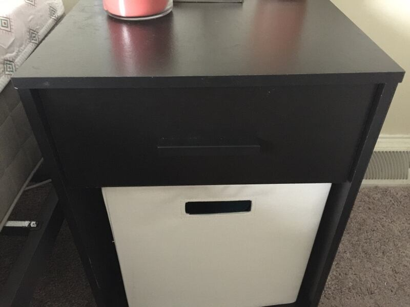 Small nightstand with cube  41ce9936-45ca-4407-bcf5-ccf0f7822642