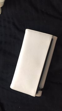 White wallet Elkridge, 21075