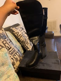 Brand new knee high boots size 10w