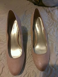 pair of gray leather heeled shoes Westminster, 92683