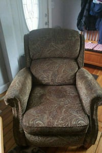 brown and gray floral fabric sofa chair Millbury, 01527