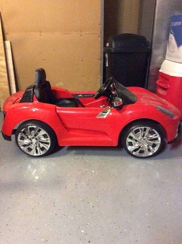 Children's red and black ride on convertible 435dbfc5-8f01-41f1-b93f-2a415230db54