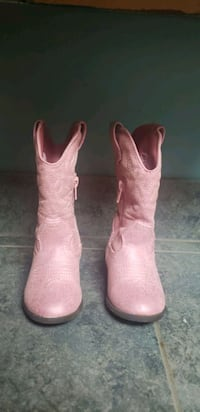 pair of pink leather cowboy boots Clio, 48420