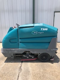 Ride on floor machine. Tennant 7300 EC h2o. Floor scrubber cleaner  Hammond, 70401