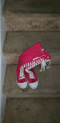 pink-and-white sneakers Elgin, 29045