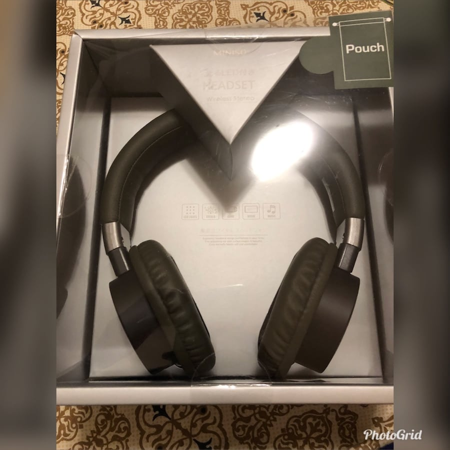 Black and gray wireless headphones with box 1