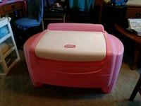 Girls Toy box. Charter Township of Clinton, 48035