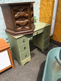 brown wooden dresser with mirror Duncan, V9L