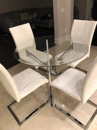 round glass top table with four chairs Vaughan, L0J 4A9