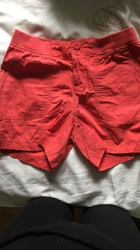 Red George shorts size 4 :) Nanaimo, V9V 1T5