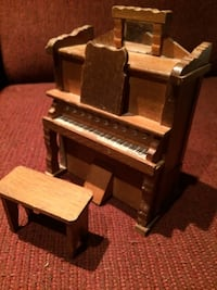 Small wooden musical piano with bench Prince Edward, K8N