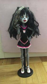 cheveux noirs Monster High doll