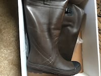 pair of black leather boots Southborough, 01772
