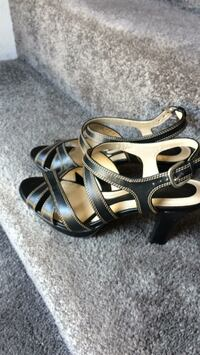 Naturalizer sandals like new  size 8.5 Norton, 02766