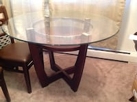 glass top dining table with 6 leather padded chairs $150 tv stand $50 Wyomissing, 19610
