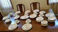 VINTAGE ROYAL CHINA SET 22K GOLD -  73 PIECES Bayonne, 07002
