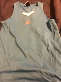 Jordan jersey kids large  Laurel