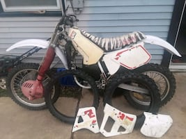 Yz 250 no motor and has extra set of tires