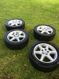 Nissan 114.3x5. 215/55-17 pneus d'hiver avec mag great.tires and mags.