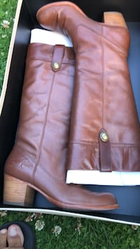 Coach Size 7 ladies Brown boots.. Vancouver, V5N 3E2