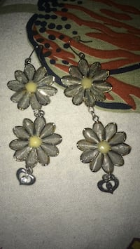two silver-colored flower pendants Vancouver, V5P