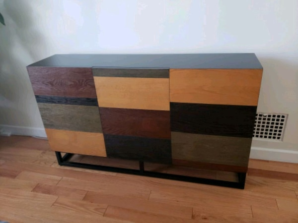 Awesome Great Condition Tv Console Cabinet With 3 Doors Home Interior And Landscaping Mentranervesignezvosmurscom