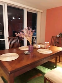 Dining room table + 4 chairs Tysons, 22102
