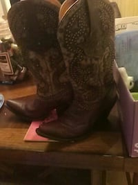 Lucchese size 7b