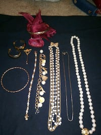 Costume and gold plated jewelry Henderson, 89074