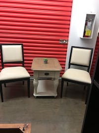 Beautiful nail head chairs and table set  Las Vegas, 89115