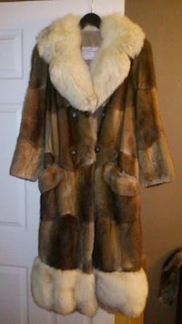 Beautiful womens long fur coat - medium 543 km